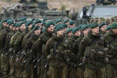 Privalomoji karo tarnyba sustiprins gynybinius pajėgumus