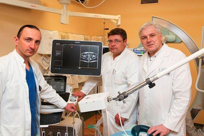 (iš kairės) dr. Mantas Trakymas, gydytojas onkourologas Alvydas Vėželis, dr. Albertas Ulys