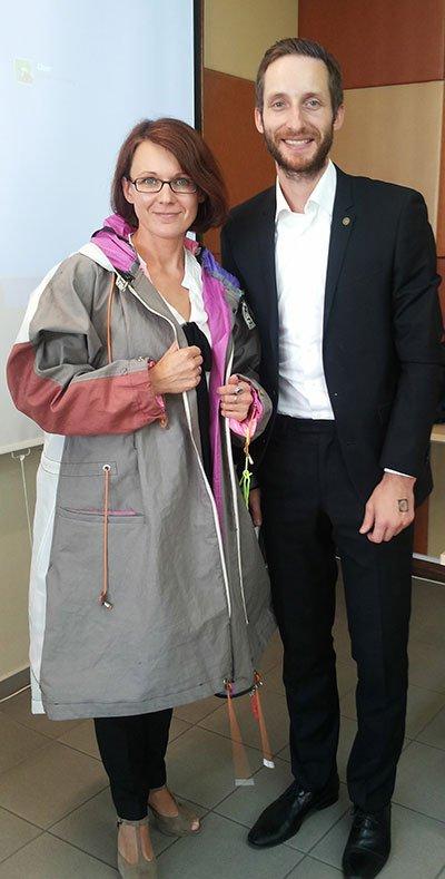 KTU absolventas Andrius Pūkys sukūrė striukę, transformuojamą į vienvietę palapinę