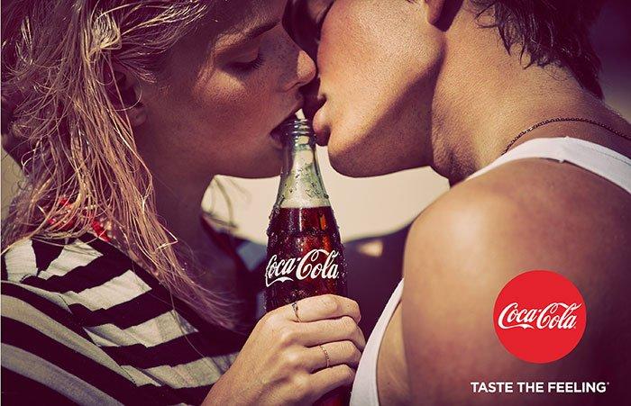 """""""Coca-Cola"""" pristatė atnaujintą rinkodaros strategiją ir pradeda pasaulinę reklamos kampaniją"""