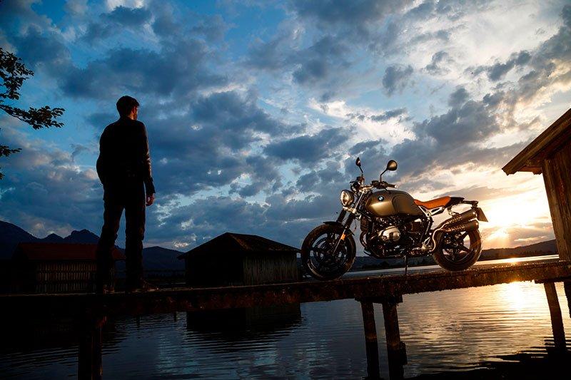 "Debiutavo naujas retro stiliaus motociklas ""BMW R nineT Scrambler"""