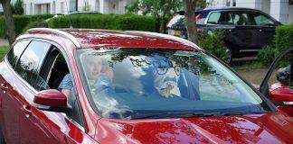 Tyrimas: jauni vairuotojai viršija greitį, rašo žinutes, spokso į praeives, nesegi saugos diržų